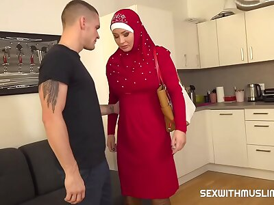 Guy punishes his tardily muslim girlfriend