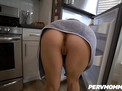 WTF ! Stepmom Alix Lynx fucked the brush hot STEPSON