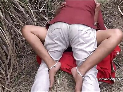 Desi Aunty Caught Going to bed Open-air - IndianHiddenCams.com
