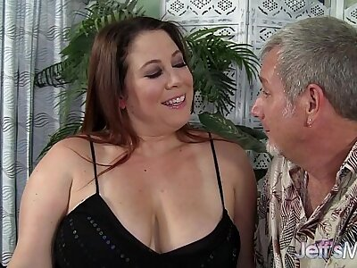 Heavy MILF Rubee gets her chesty pussy filled
